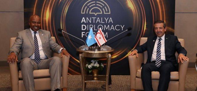 Ertuğruloğlu Somali Dışişleri ve Uluslararası İşbirliği BakanıMohamed Abdirizak'la görüştü