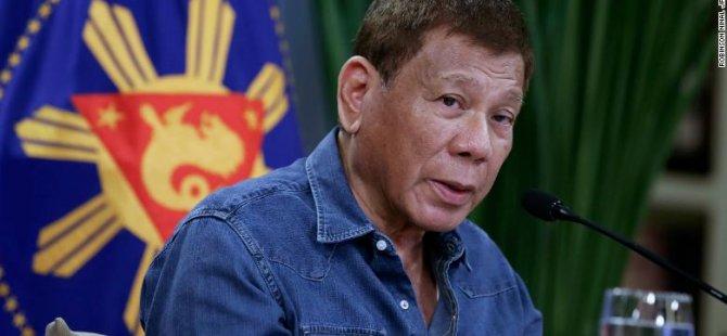 Filipinler'in Devlet Başkanı Duterte, aşı olmayı reddeden kişileri hapse atmakla tehdit etti