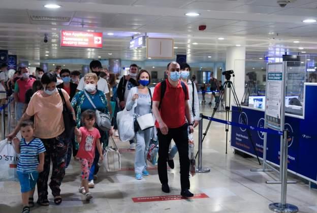 Rusya, Türkiye'ye uçuş kısıtlamasını kaldırdı, ilk turist kafilesi Antalya'ya geldi