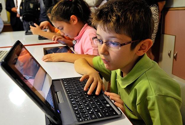 Çocuklara en büyük ceza interneti yasaklamak