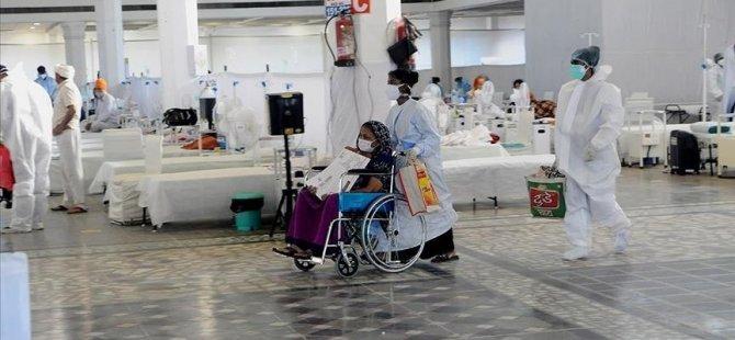 Hindistan'da Kovid-19 salgınında son 24 saatte 39 binden fazla vaka tespit edildi