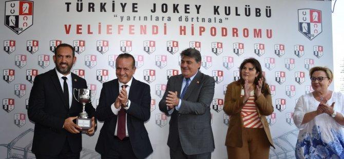 Kupayı Ataoğlu Verdi