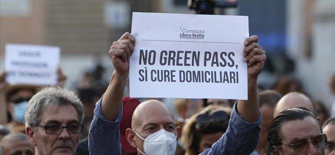 İtalya'da Kovid-19 önlemleri çerçevesinde çıkarılan 'Yeşil Geçiş' belgesine yönelik protestolar sürüyor