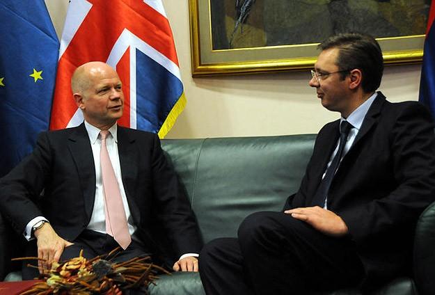 İngiltere Dışişleri Bakanı Hague, Sırbistan'da