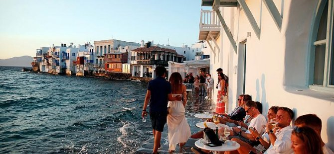 AB, Yunan adalarında artan Covid-19 vakaları nedeniyle uyarı seviyesini yükseltti