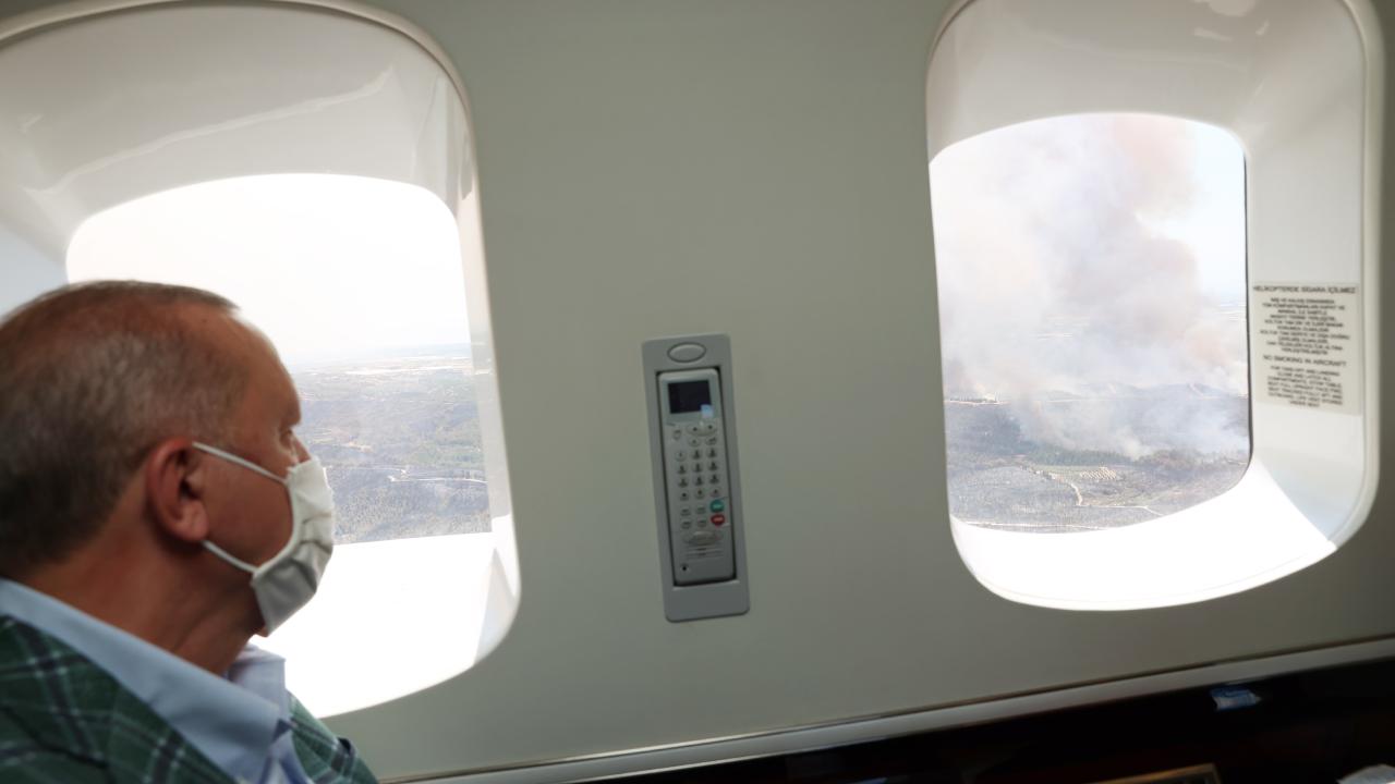 Erdoğan yangın bölgesinde: Helikopterden incelemelerde bulundu