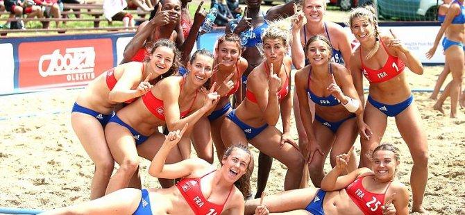 Fransız kadın hentbolcular da bikini giyme zorunluluğuna karşı