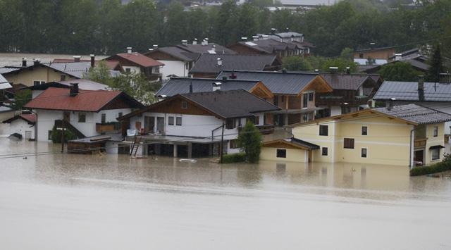 Avrupa yağışlara teslim
