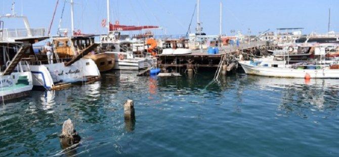 Rum Yönetimi,  Mağusa Boğazı'nda demirlediği gerekçesiyle kaptanı tutukladı