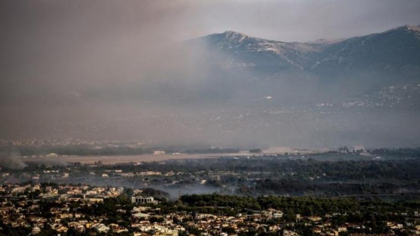 Yunanistan'da yangın Atina sınırına dayandı