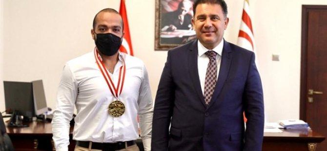 Başbakan Saner Özekmekci'yi kabul etti