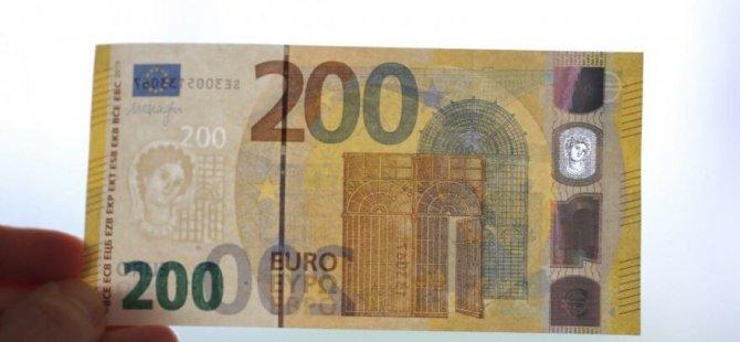 Banknotları selde kirlendi diye yenileriyle değiştirdiler