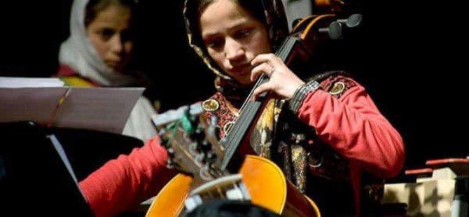 Taliban Afganistan'da müzik ve sanata son mu verecek?