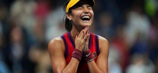 Emma Raducanu: Tenisin yükselen yıldızı 18 yaşındaki sporcu kimdir?