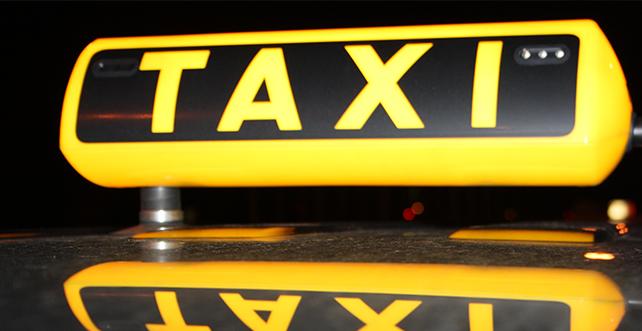 Taksiciler Ulaştırma Bakanlığı'na siyah çelenk bıraktı