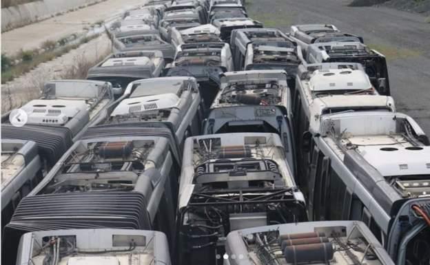 İBB 'kullanıma uygun olmadığı için garajlarda çürütülen' metrobüslerin fotoğraflarını paylaştı