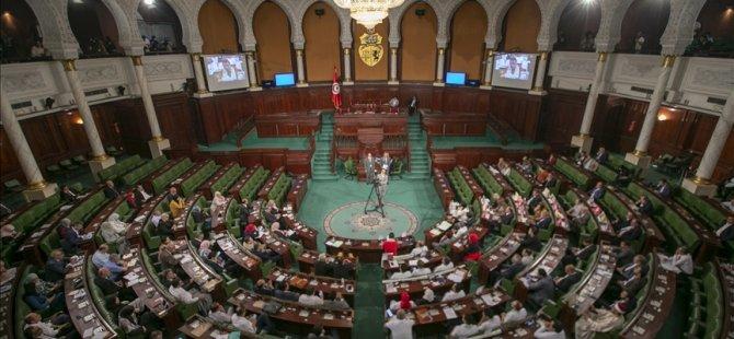 Tunus'taki 5 siyasi parti, anayasanın askıya alınması çağrılarına karşı olduklarını ilan etti