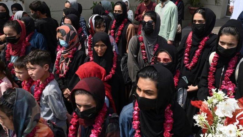 Taliban yönetiminden kaçan Afganistan Kadın Milli Futbol Takımı oyuncuları Pakistan'a gitti