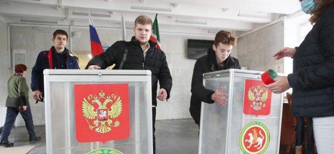 Rusya'da seçmenler sandık başında