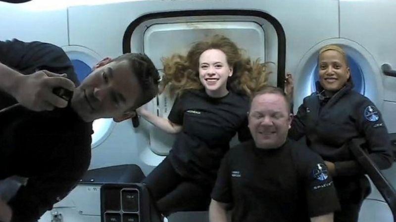 SpaceX: Inspiration4 astronotları yörüngedeki üç günün ardından dünyaya döndü