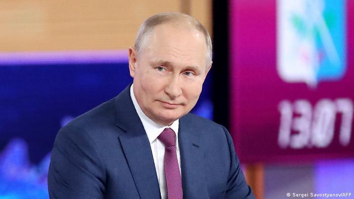 Putin'in partisi oy kaybına rağmen kazandı