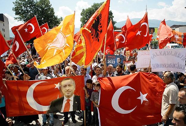 Balkan Türklerinden Erdoğan'a destek mitingi