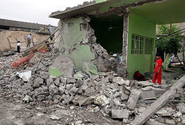 Irak'ta patlamalarda ölenlerin sayısı 17'ye yükseldi.