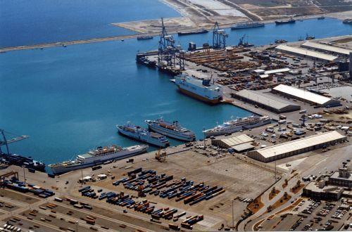 Castoro Sei adlı boru döşeme gemisinin dün Limasol Limanı'na demir attı