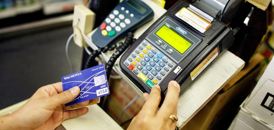 Kıbrıslı Rumlar ve Türklerin kredi kartı harcamaları