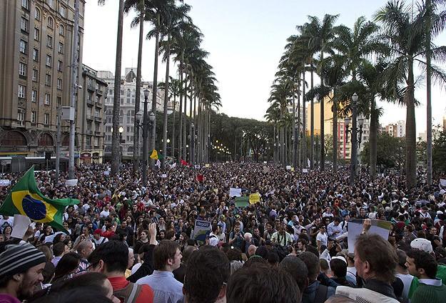 Brezilya hükümeti ulaşım zammını geri aldı