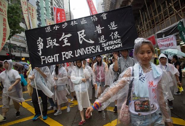 Hong Konglular demokrasi için yürüdü