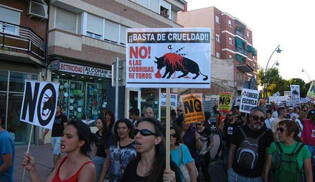 Kanlı festival İspanya'da protesto edildi