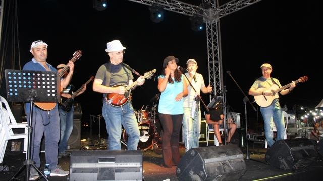 Panayırın son gecesinde Hafif Müzik Amatör Ses Yarışması yapılıyor