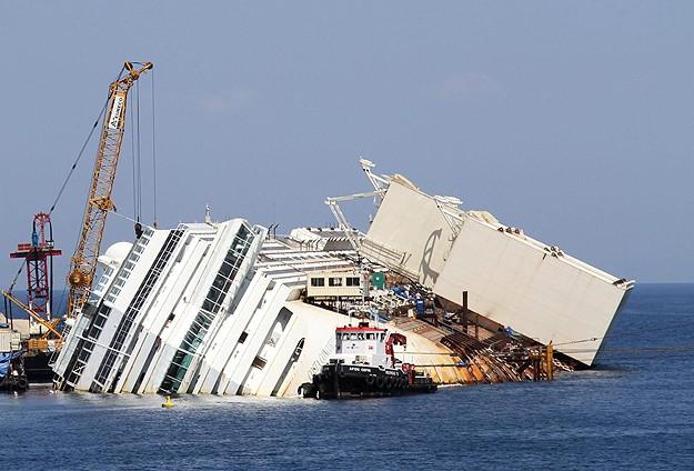 Hindistan'da gemi kazası