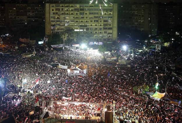 Darbe karşıtları Kahire'de tek vücut oldu
