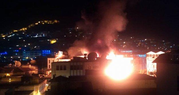 Alanya HDP binasını yaktılar