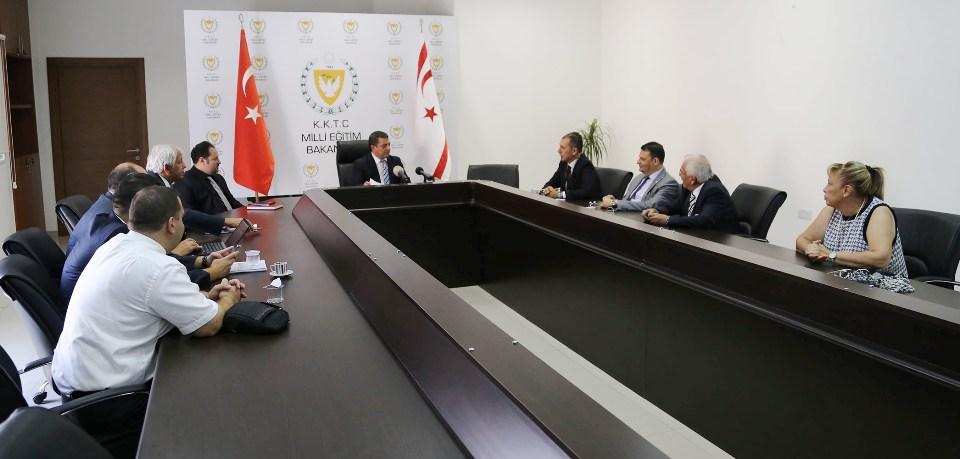 Kıbrıs Üniversiteler Birliği Kemal Dürüst'ü ziyaret etti