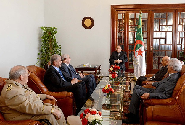 Cezayir Cumhurbaşkanı Buteflika ülkesine döndü