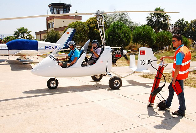 """""""Gyrocopter"""" pilotları Edremit'te yetişiyor"""