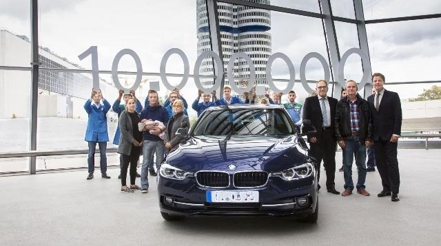 On milyonuncu BMW 3 Serisi Sedan Münih'te yer alan BMW Welt'te teslim edildi