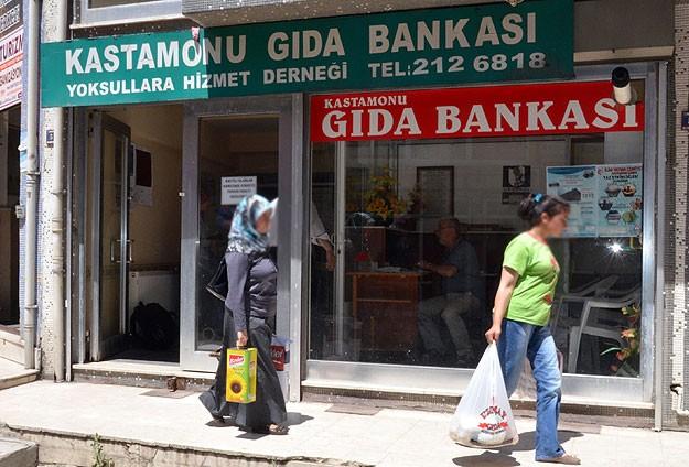 Gıda bankası yoksulların yardımına koşuyor