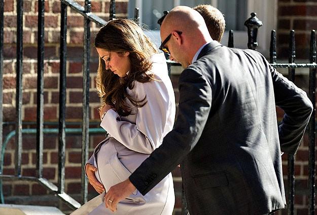 Cambrige Düşesi Kate doğuma alındı