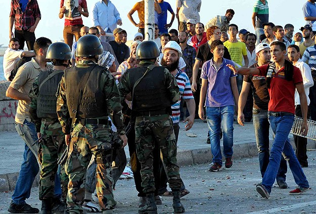 Darbe karşıtları ile destekçileri arasında çatışma: 5 ölü, 146 yaralı