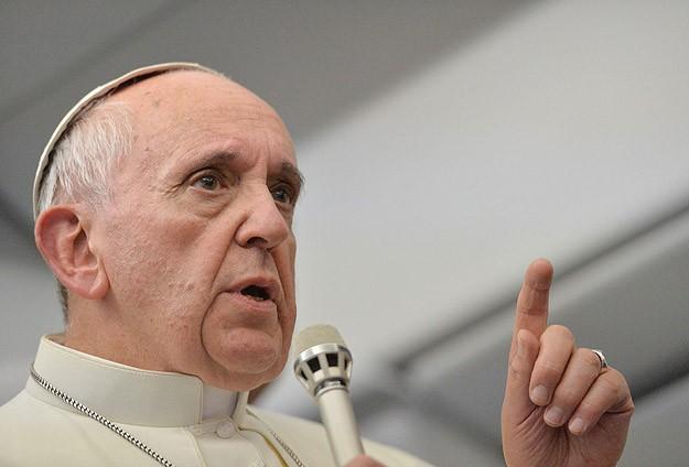 Eşcinsel rahipleri yargılamıyorum