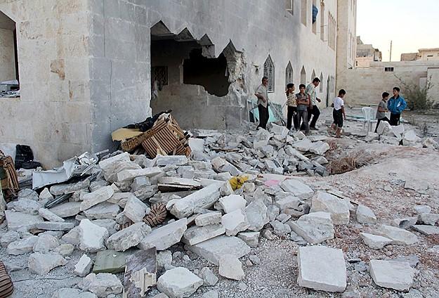 Esed güçleri camiyi bombaladı