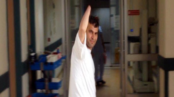Çift kol nakilli Mustafa Sağır uyandı, babasıyla konuştu