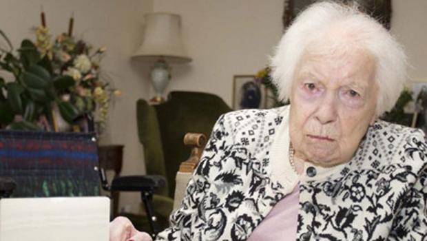 107'lik Muriel teyze her hafta viski içiyor!