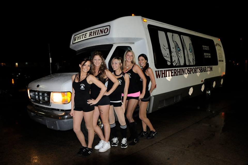 Genç Kızları seks partisine götüren otobüse polis baskını