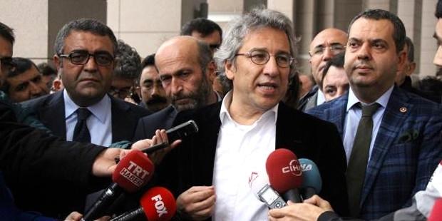 Can Dündar ve Erdem Gül davası: Savcı casusluk iddiasından vazgeçti