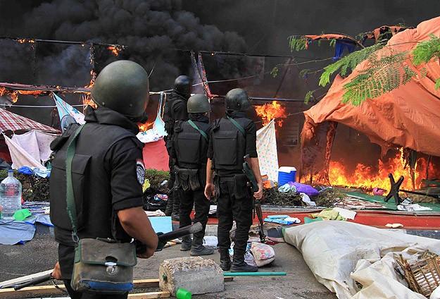 Çadırlar ve barikatlar yıkılıyor